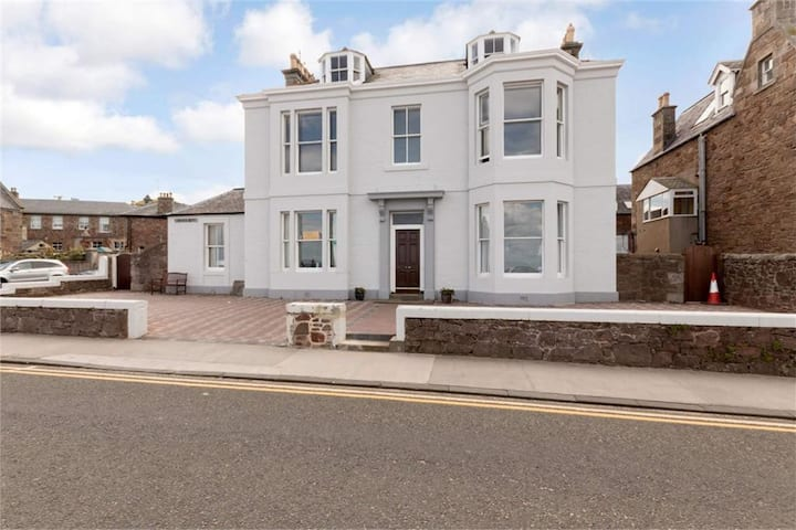 Beachfront, groundflat, fab views, private parking