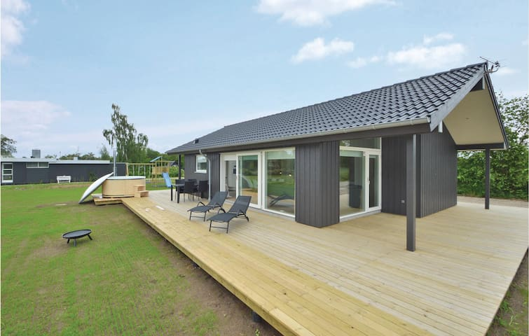Holiday cottage with 3 bedrooms on 73m² in Haderslev