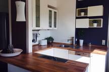 Zentrale 55 qm Wohnung m 2 Betten und Balkon