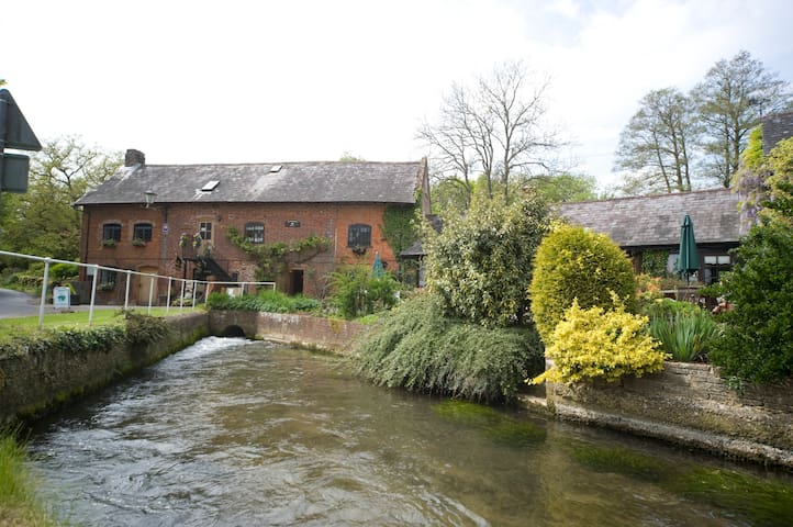 Alderholt Mill a working water mill - Dorset - Bed & Breakfast