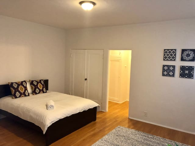 Convenient Studio on Elm drive and Wilshire Blvd !