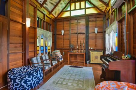 CENTRAL, BIG ROOM, PRIVATE BALCONY - Melaka - Villa