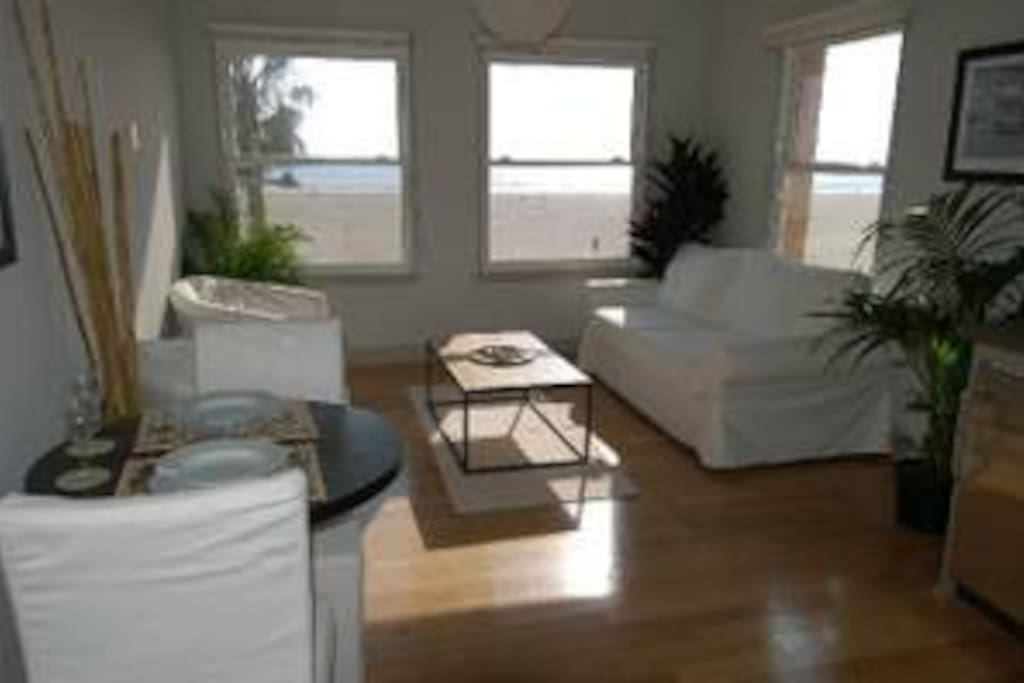 Another look at the Queen Suite with beach front ocean views!