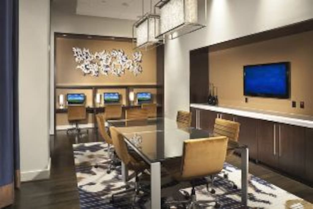 On-site Business Lounge with Complimentary Wi-Fi, Computer Workstations, Copier, Fax & Printer Services
