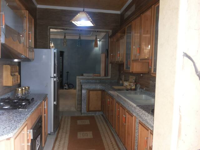 شقة بفيلا من دورين--غرغور-طرابلس ليبيا