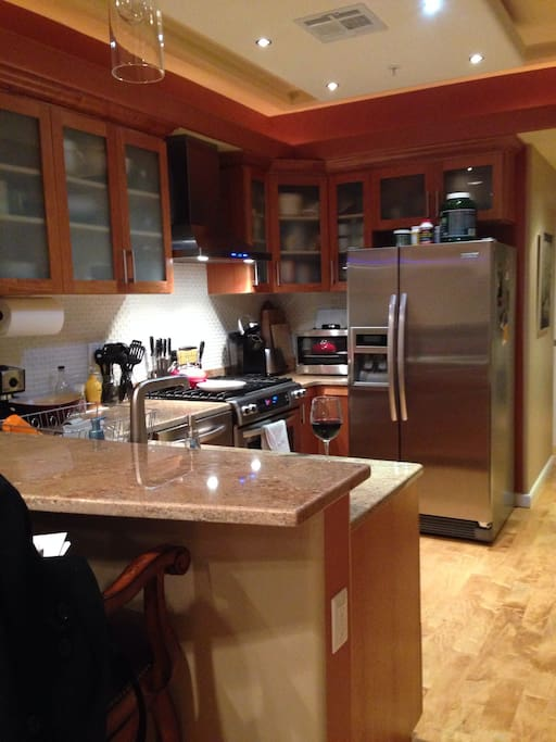Stainless appliances, gas range, granite counters