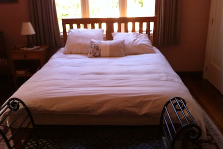 Rose room Havelock North - Havelock North - Bed & Breakfast
