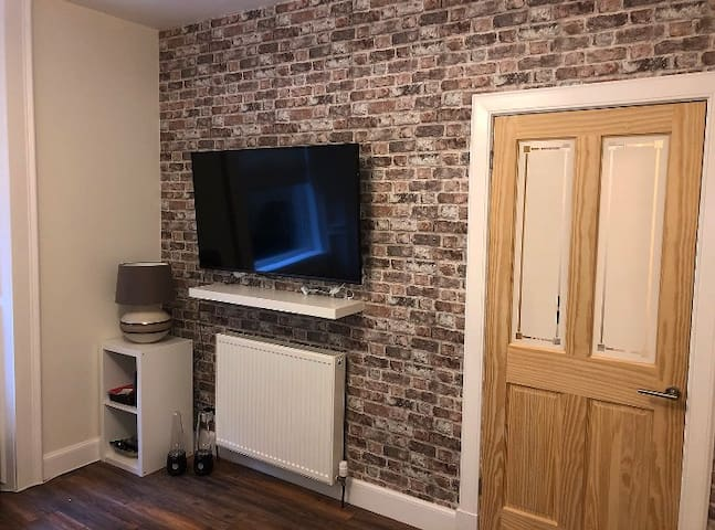 Modern 2 bed flat - 5 mins from city centre!