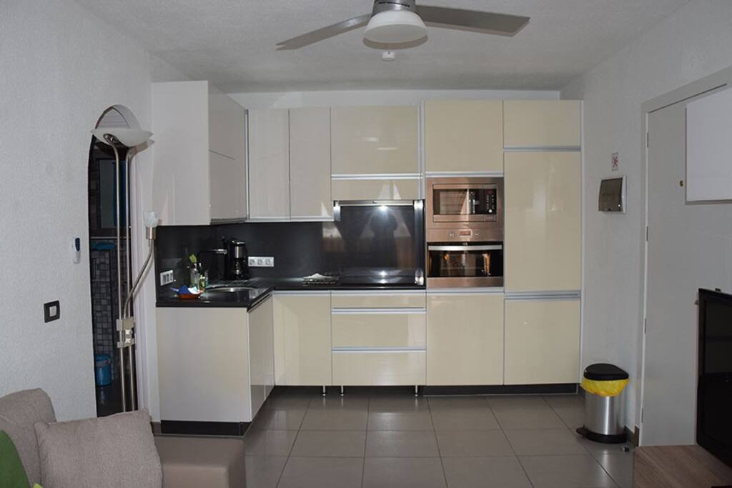 Fully fitted open kitchen with dish washer and washing machine
