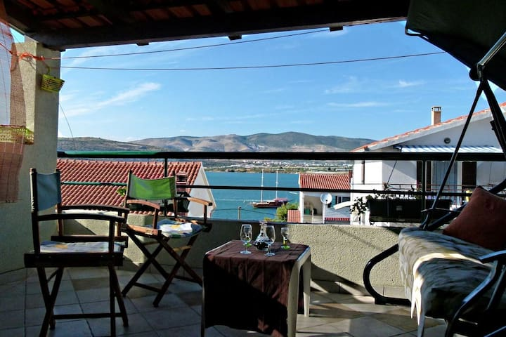 Sunny apartment on seaside of Ciovo - Mastrinka - Daire