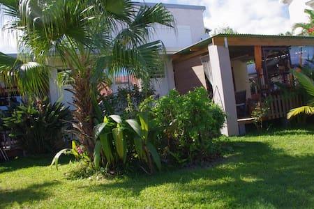 chambre avec terrasse sur jardin - Ravine des Cabris