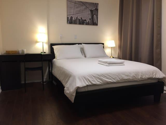 一张queen size床,全新装修独立卫生间,靠经yonge/finch地铁站
