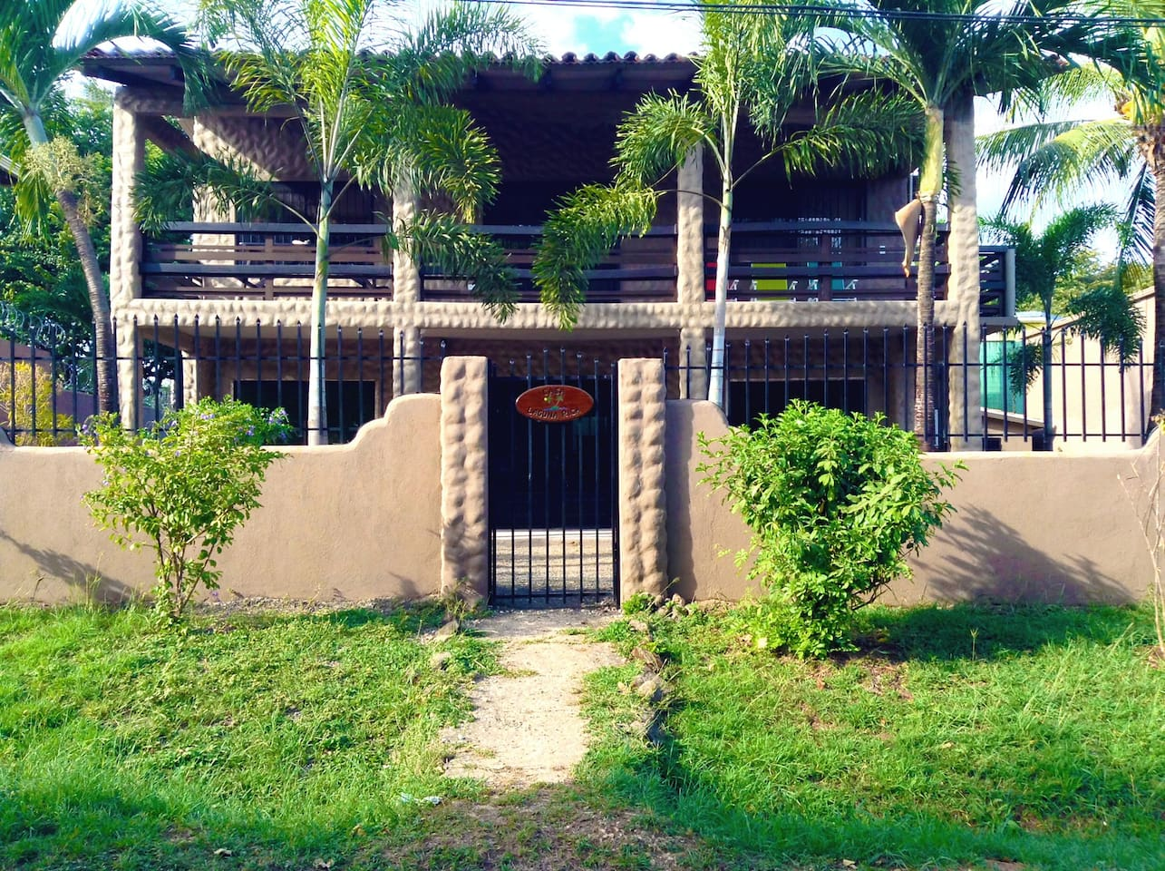 Casa Laguna Rica-a perfect home for your relaxing vacation & only 100 yards to the beach