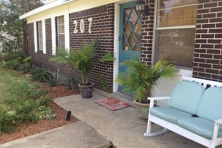 Cozy Cottage Bring Your Pet sleeps9 - Talo