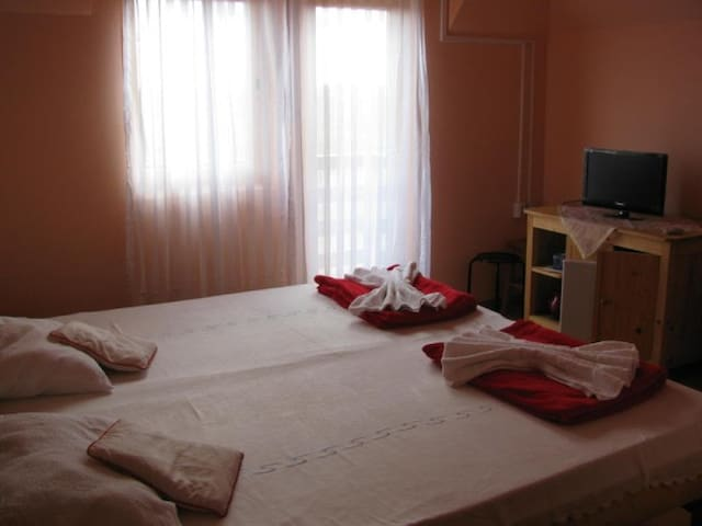 Simple, Clean Room in Costinesti - Costineşti - Casa