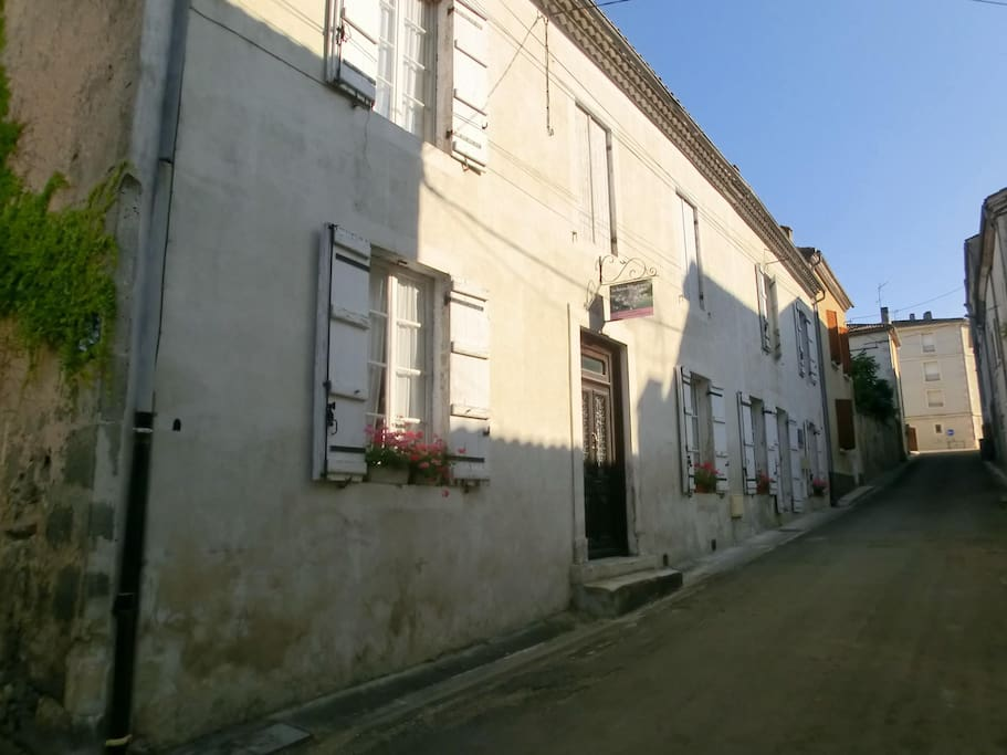 The entrance of the Guesthouse in the Centre in a quiet street on the corner of a litlle street.