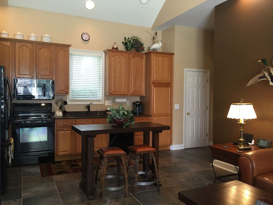 Full kitchen with full amenities