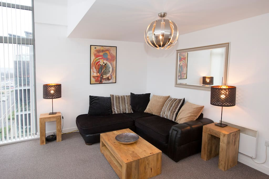 A large comfortable sofa and plenty of space mean groups can be easily accommodated