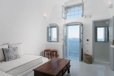 Vedema Studio with Caldera View - Oia Spirit