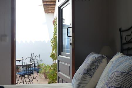 Casita de la Vaca - Courtyard Room - Lecrín