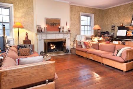 SPACIOUS DESIGNER HOME--comfy too! - Philadelphia