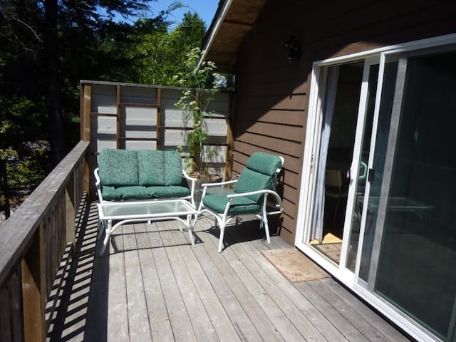 Tree House 1 bedroom near Redwoods