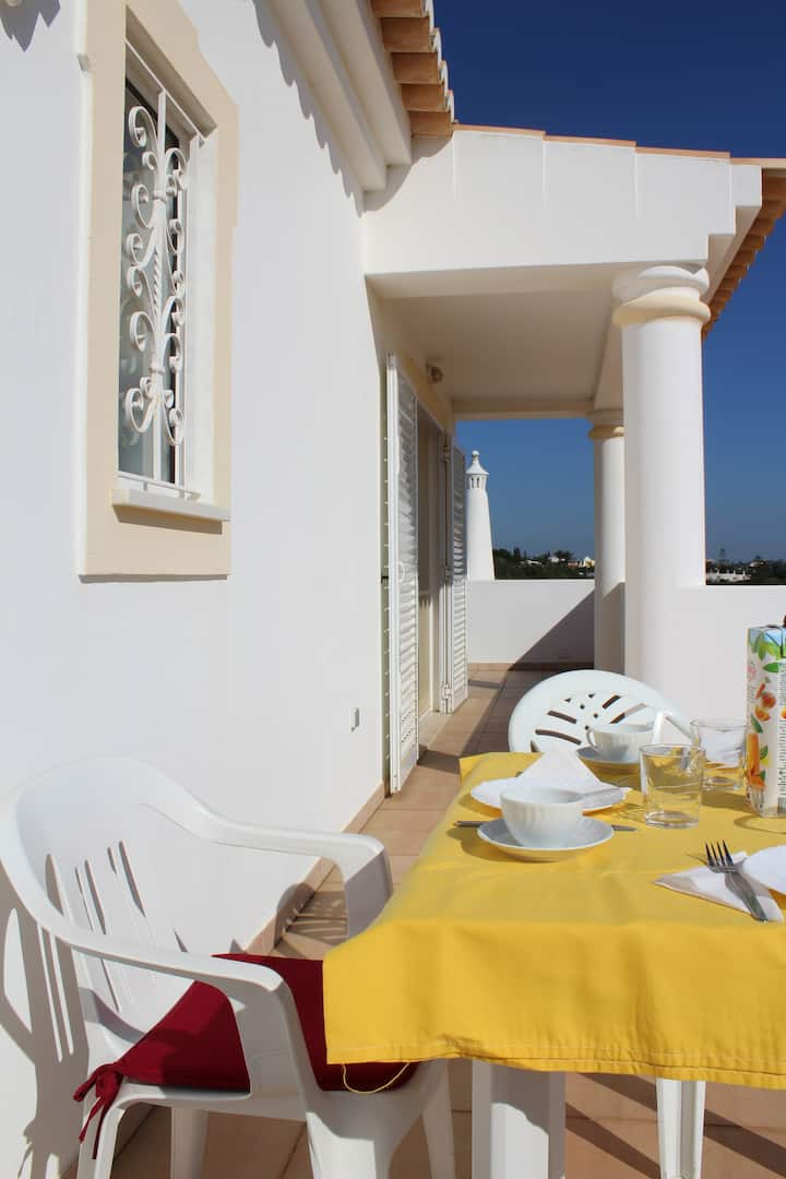 Apartment in carvoeiro with balcony