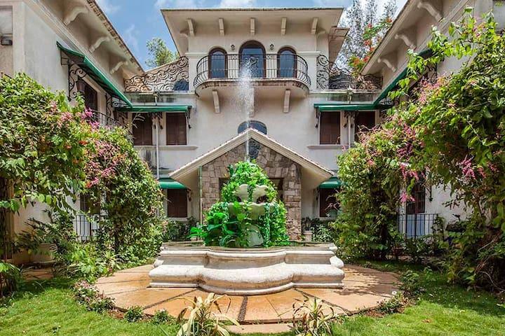 Bella Vista, Boutique 3BHK Villa with Pool & Lawn