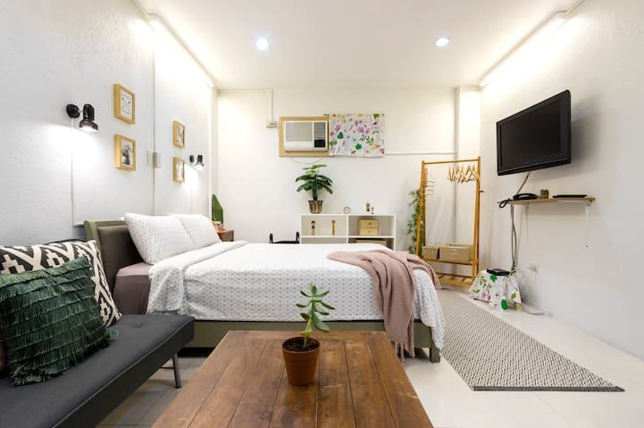 Cool and Comfy! Big Studio in UP Village QC