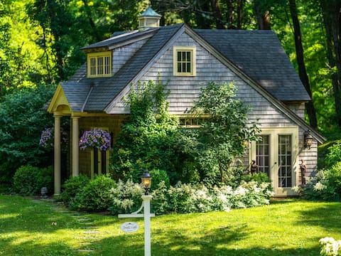 Goddess Cottage is Charming & Romantic!