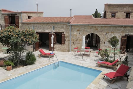 The House of Achilles-Stone Built Farmhouse & Pool - Larnaca