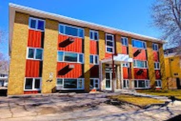 Excellent 2 Bedroom - Close to Wascana Park!