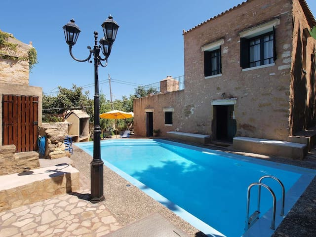 ★1700 AUTHENTIC MANSION, TOTALLY PRIVATE POOL-WiFi