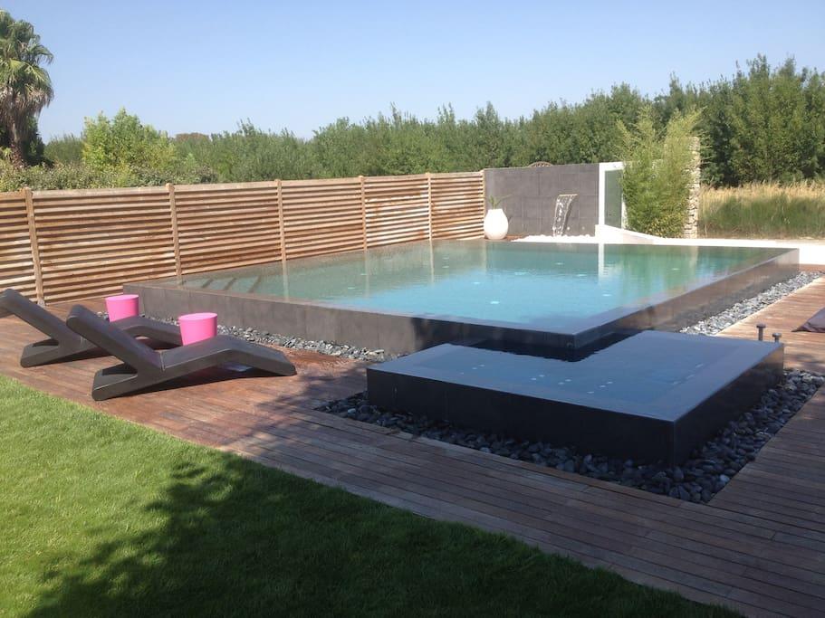 Magnifique maison type loft piscine maisons louer for Piscine narbonne