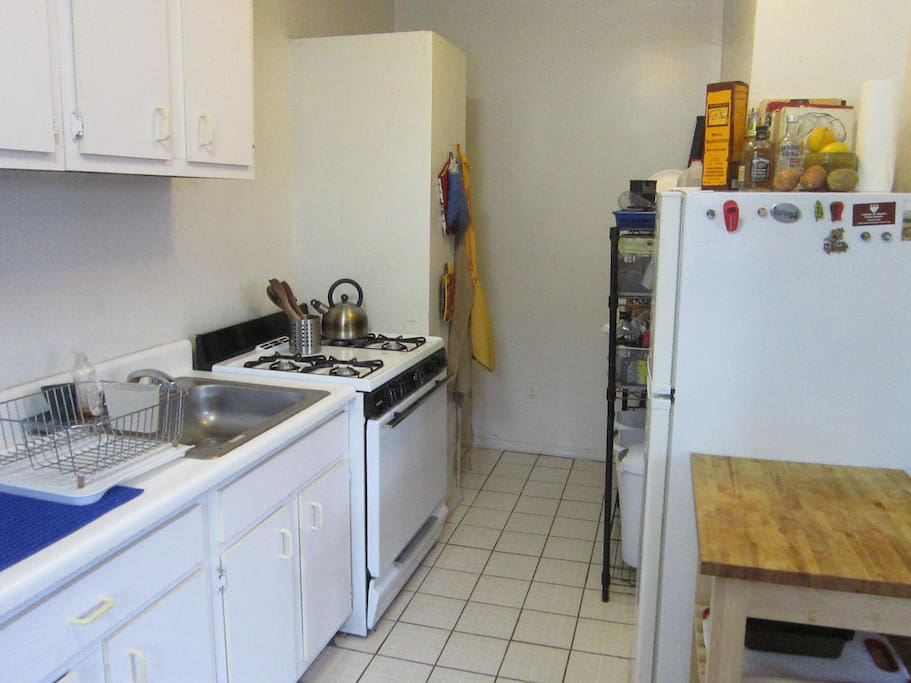 Lovely astoria apartment apartments for rent in queens for Aki kitchen cabinets astoria ny