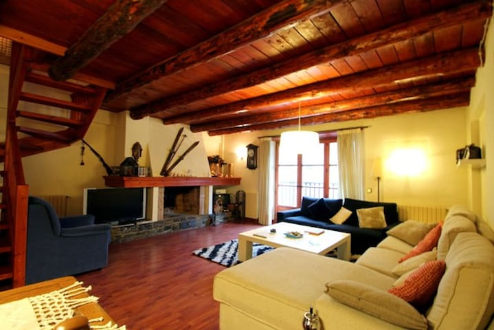 Rustic duplex with fireplace - Arinsal - Apartment