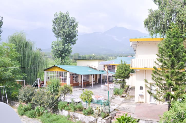 Super Deluxe room for 2 with Balcony-Palampur