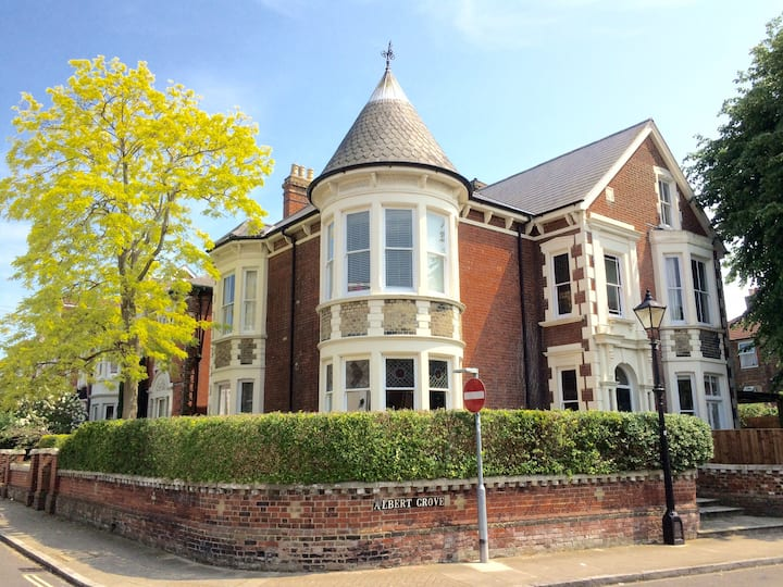 Large Victorian Villa in Central Southsea 6 Bed