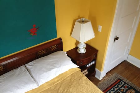 Cheerful Room w/ Great Amenities!
