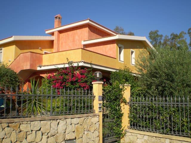 APPARTAMENTO MOLTO LUMINOSO - Olia Speciosa - Apartamento