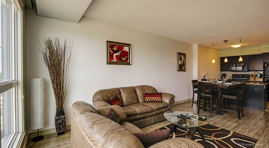 Exct Style Fully Furnished 1 Bd + 1 Large Den Apt - Calgary - Departamento