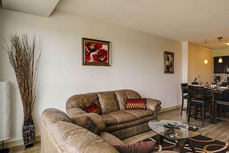 Exct Style Fully Furnished 1 Bd + 1 Large Den Apt - Calgary - Huoneisto