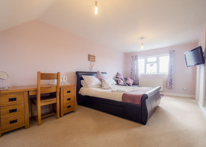 The 'YEW' Suite -TLC Exmouth Bed and Breakfast