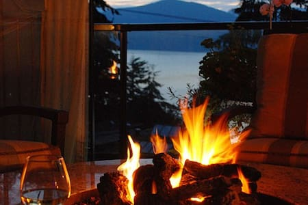 Luxury and spectacular Lions Bay  - Bed & Breakfast