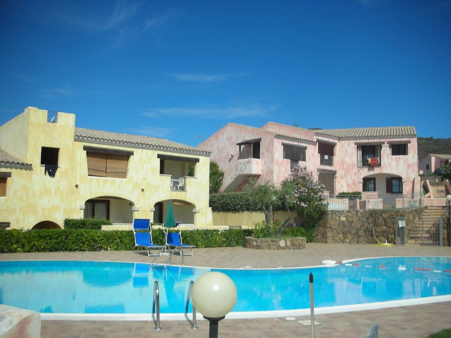 Budoni in residence con piscina apartments for rent in for Residence con piscina budoni
