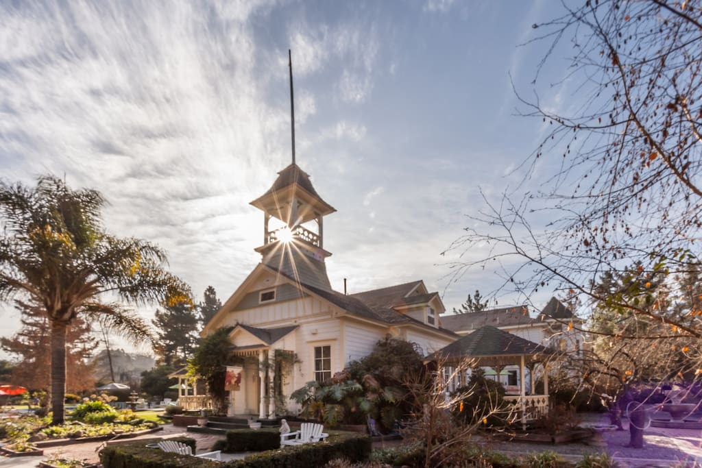 Vintage Schoolhouse Estate Houses For Rent In Arroyo