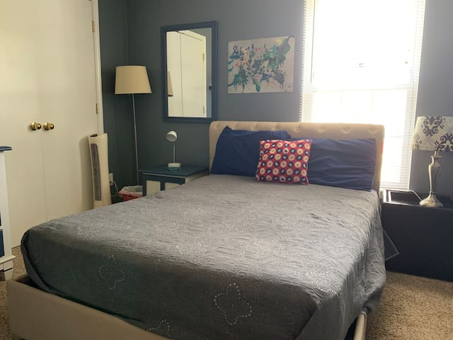 Private room close to uptown!