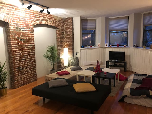Back Bay Welcoming Studio! (Beacon Street)