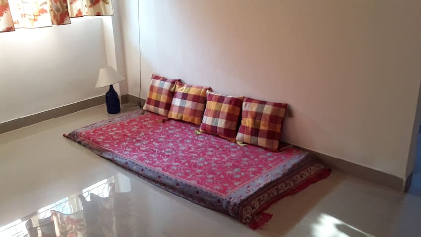 Couch in the living room in Miramar! - Panjim