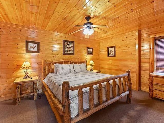 Downstairs Master Suite - K/Bed with full bath